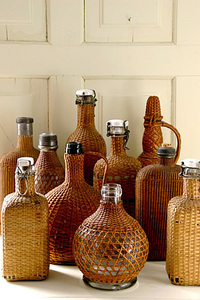 Wicker_bottles